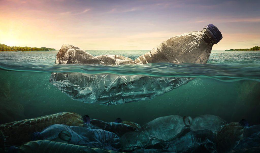 Que deviennent lesdéchets plastiques rejetés dans l'océan depuis lescôtes et lesrivières?